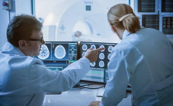 Standing-Desks-Radiologist-Ergomotion